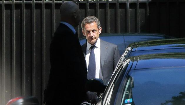 Nicolas Sarkozy abandona su domicilio este miércoles