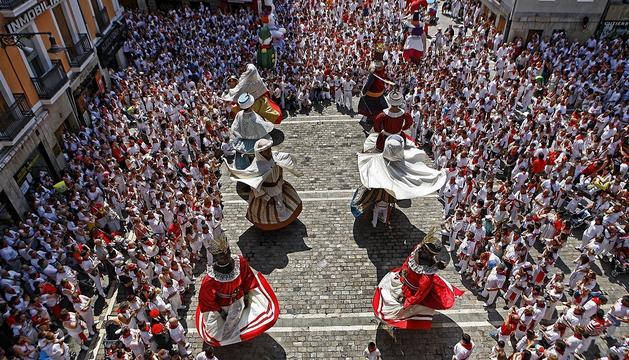 Baile de los Gigantes en la plaza Consistorial