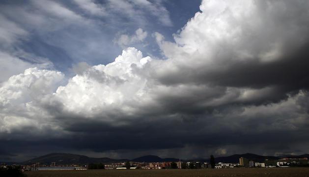 Cielo tormentoso sobre Pamplona.