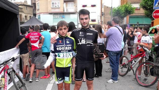 Dos de las jóvenes promesas del Club Ciclista Estella que representarán a Navarra en la cita de Jaén.