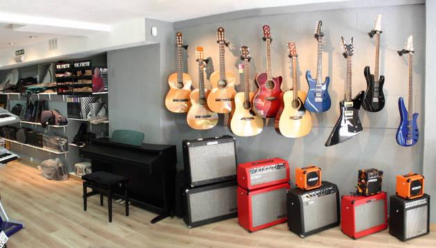 La banda obtenía los instrumentos de tiendas especializadas