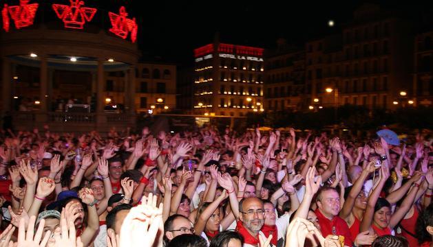 Noche de conciertos en la Plaza del Castillo durante San Fermín