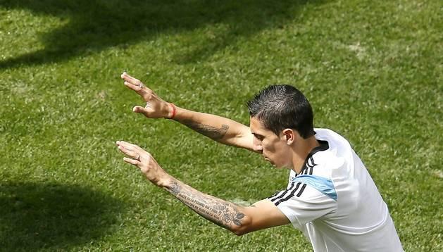 El argentino Di María se ejercita en un entrenamiento con su selección