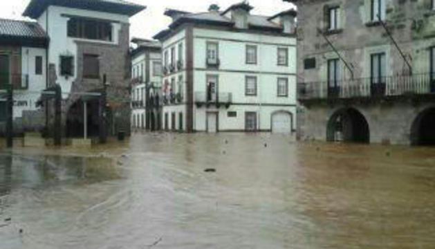Las lluvias han provocado importantes inundaciones en Elizondo.
