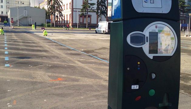 Preparativos de la zona de hospitales cuando se acondicionaron sus aparcamientos como zona de pago.