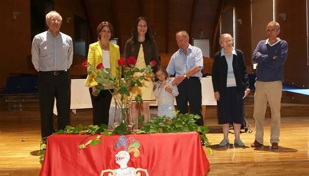 Los cuatro representantes de Javier junto a María José Guinda y Yolanda Barcina