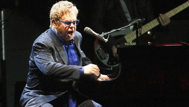 Elton John durante el concierto inaugural del festival Cap Roig 2014