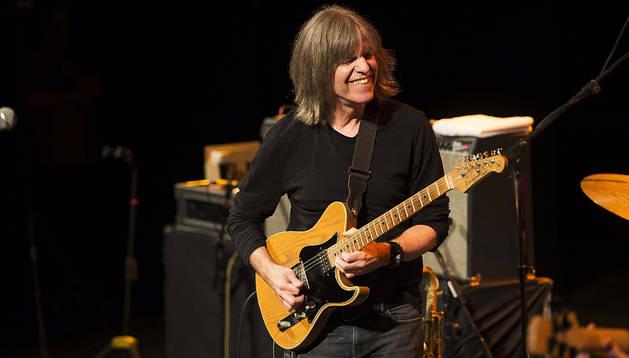 El guitarrista estadounidense Mike Stern, durante el concierto en el Gran Teatro dentro de la programación del Festival de la Guitarra de Córdoba