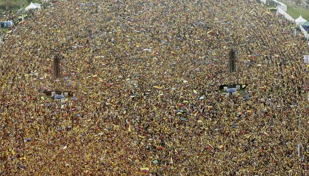 Miles de personas reciben a la selección colombiana en el parque Simón Bolivar de Bogotá