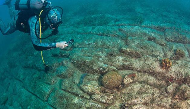 El camino submarino hallado en Croacia.