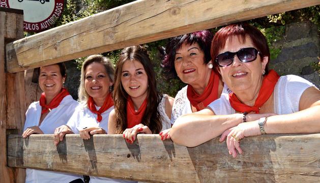 De izda a dcha, Cristina, Mercedes, Alba, Maite y Feli, en Santo Domingo