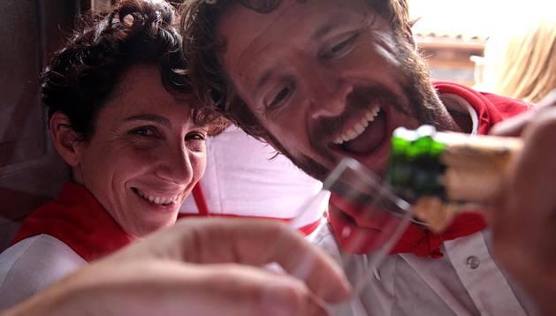 El champán y las ganas de pasarlo bien no faltan entre los invitados de Noel Chandler