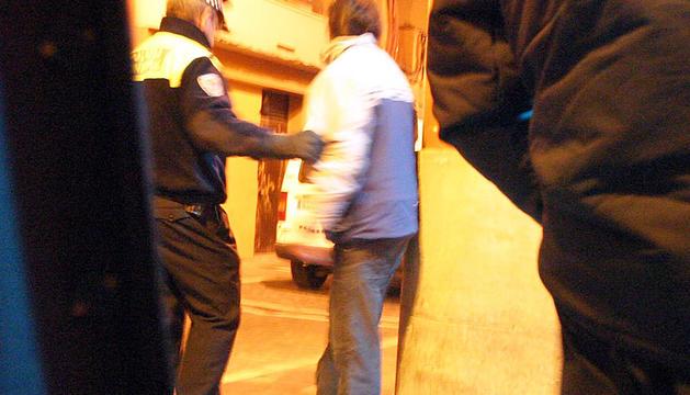 Agentes de la Policía Municipal durante una redada.