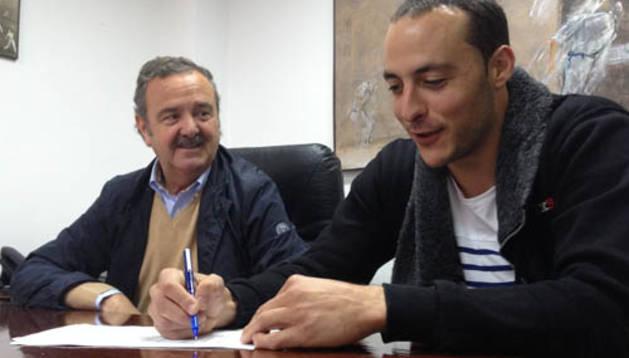 Juan Martínez de Irujo renueva con Aspe hasta 2019
