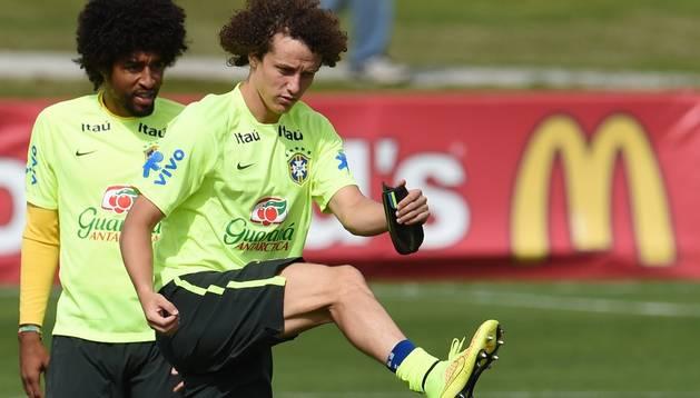Dante y David Luiz, durante un entrenamiento de Brasil
