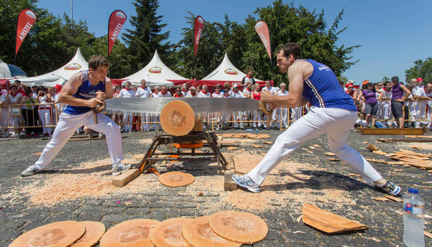 Los hermanos Barberena, en el campeonato navarro de tronza del año pasado