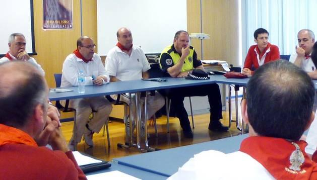 Un momento de la primera reunión de la Junta Local de Protección Civil para hacer balance del inicio de los Sanfermines 2014