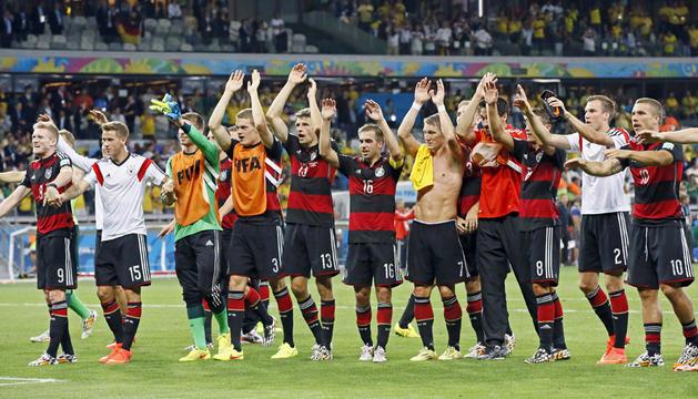 El equipo alemán celebra su victoria y pase a la final.