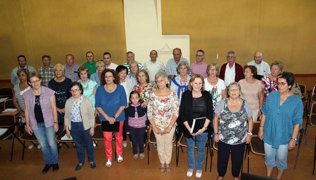 Miembros del coro y vecinos de Tudela se reúnen de lunes a jueves en el centro Castel-Ruiz para ensayar los cantos de la novena de Santa Ana.