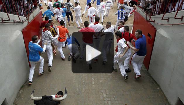 Entrada a la plaza de toros del encierro del día 9 de julio de 2014