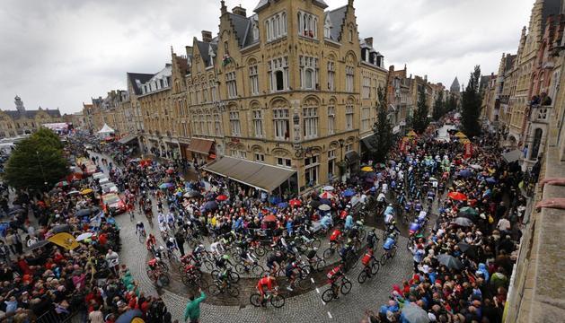 Los ciclistas, a su paso por Ypres