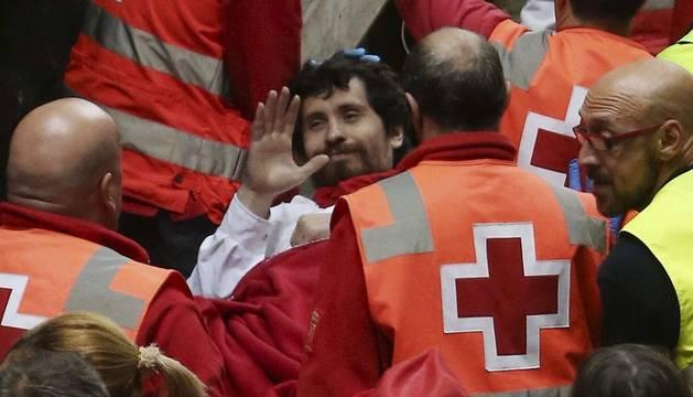 Bill Hillman, corneado en Telefónica, es trasladado por Cruz Roja