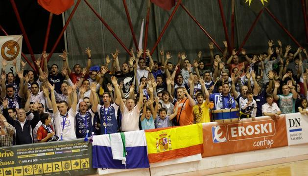 Imagen de la afición del Ribera Navarra Fútbol Sala durante uno de los partidos de la temporada pasada.