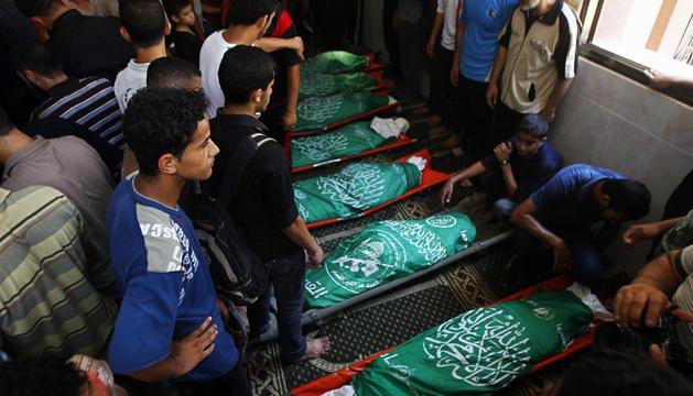 Funerales por la muerte de ocho palestinos muertos durante la ofensiva israelí.