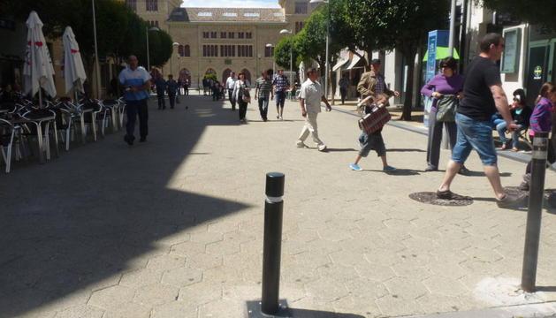 Acceso al tramo peatonal de la calle San Andrés, cuyos pivotes permanecerán cerrados más horas.