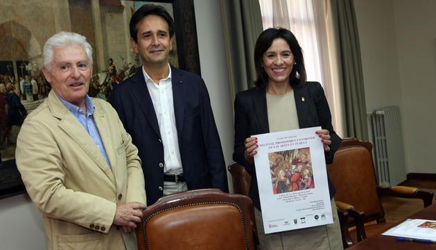 De izquierda a derecha: Luis Durán Arregui, Ricardo Fernández Gracia, y Merche San Pedro López.