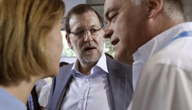 Rajoy, entre Cospedal y González Pons.