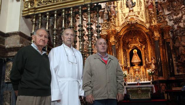 De izda. a dcha., Luis Eduardo Gil Munilla, presidente de la congregación; Juan Antonio Melero, director; y Jesús Arz Bueno, secretario.