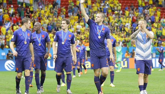 Los jugadores holandeses, con la medalla del tercer puesto.