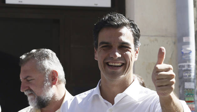 El candidato a la Secretaría General del PSOE Pedro Sánchez tras votar en la Agrupación Socialista de Tetuan, en Madrid