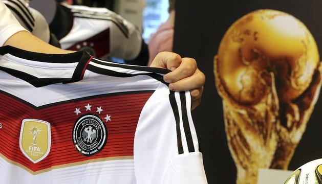 Nueva camiseta de Alemania con las cuatro estrellas