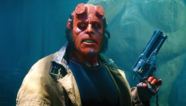 Ron Perlman como Hellboy.