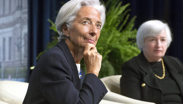La presidenta de la Reserva Federal estadounidense, Janet Yellen (dcha.), y la directora general del Fondo Monetario Internacional (FMI), Christine Lagarde, durante una conferencia