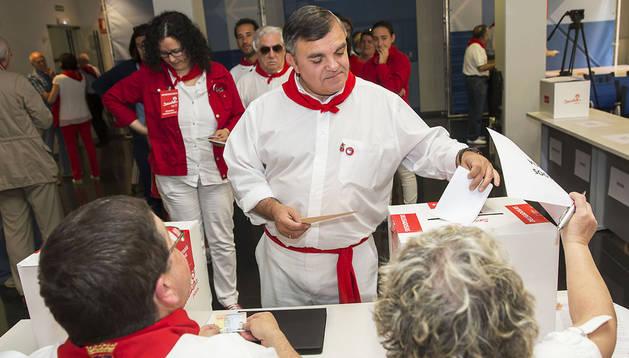 Vall, que encabeza la lista de delegados de Pamplona al congresillo, votando el pasado domingo