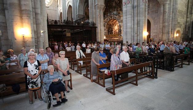 Asistentes al acto de bienvenida a los nuevos congregantes que tuvo lugar en la catedral de Tudela.