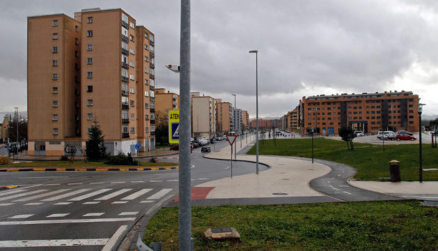A la izquierda la torre tipo, en la calle Tadeo Amorena 42, seleccionada para el proyecto.