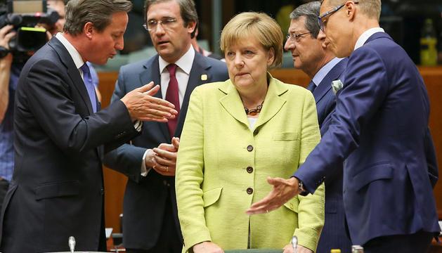 Los líderes de Reino Unido, Portugal, Alemania, Finlandia y Grecia, durante la cena de la cumbre de la UE.