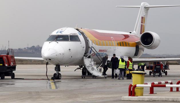 Un avión de Air Nostrum, en Noáin.