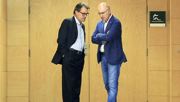 El presidente catalán, Artur Mas (izda.), y el secretario general de CiU, Josep Antoni Duran Lleida (dcha.), conversan en un acto reciente