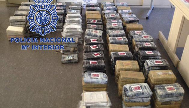 Fotografía facilitada por la Policía Nacional de la droga incautada en Segovia.