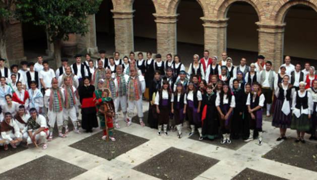El grupo de Danzantes de San Juan dio comienzo al festival.