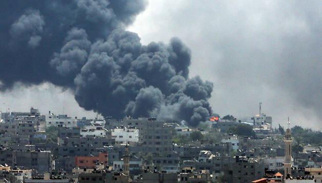 Humo tras los bombardeos en Gaza