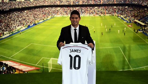 James Rodríguez, en su presentación en el Bernabéu
