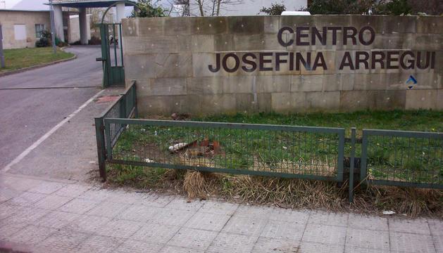 Acceso a la clínica Josefina Arregui, donde desarrolla su labor voluntaria la asociación en Alsasua.