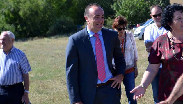 El consejero, este martes,  en la presentación del nuevo abastecimiento de agua de Valdizarbe.