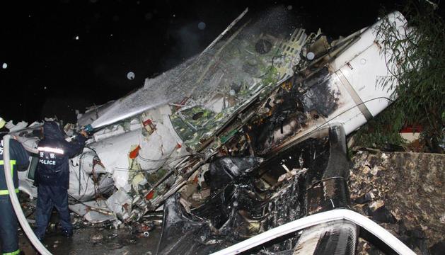 Estado en el que ha quedado el avión siniestrado en Taiwán
